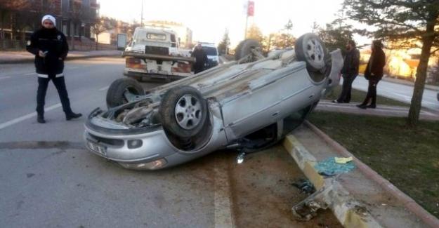 Karşı Şeride Geçen Otomobil Takla Attı: 1 Yaralı