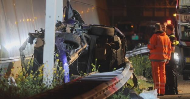 Hollanda'da Trafik Kazası, Biri Türk 4 Kişi Hayatını Kaybetti