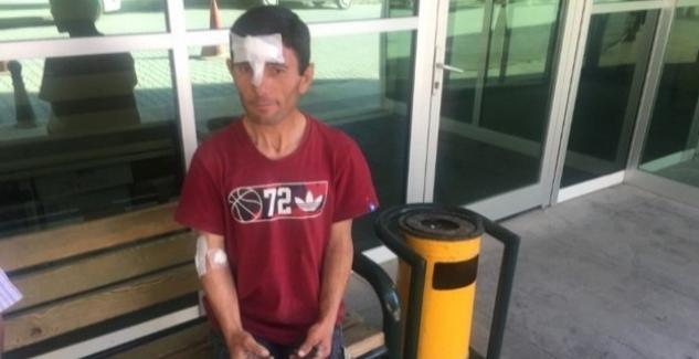 Kamyonetten yüklediği briketin üzerine devrilmesi sonucu yaralandı