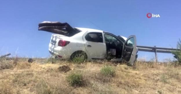 Kulu'da Bariyer otomobile ok gibi saplandı: 2 yaralı
