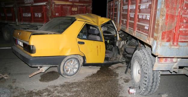 Otomobil traktöre bağlı römorklara çarpı: 2 yaralı
