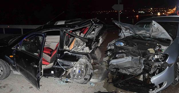 Kulu'da iki otomobil çarpıştı: 1'i bebek 9 yaralı