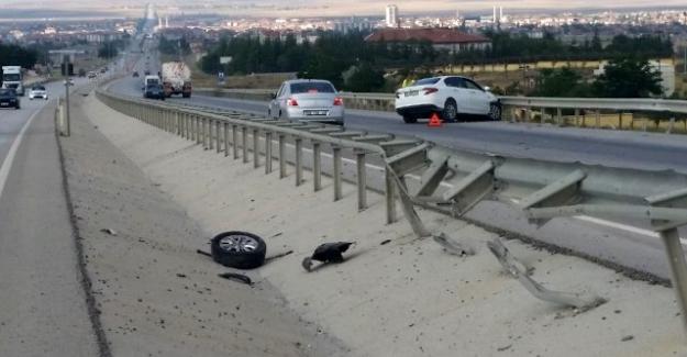 Otomobil bariyerlere çarptı, sürücü yaralandı