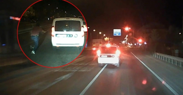 Kulu'da akılalmaz olay! Polisler trafikte tartışırken, gözaltındaki şüpheli ekip aracıyla kaçtı