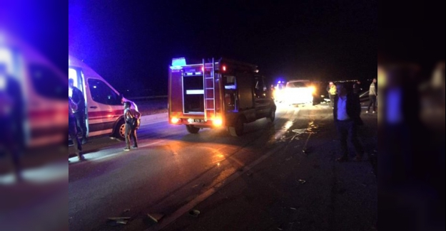Otomobil ile minibüs kafa kafaya çarpıştı kazada 2 kişi öldü, 11 kişi yaralandı