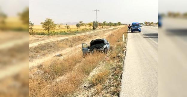 Otomobil, traktöre çarptı: 1 ölü, 3 yaralı