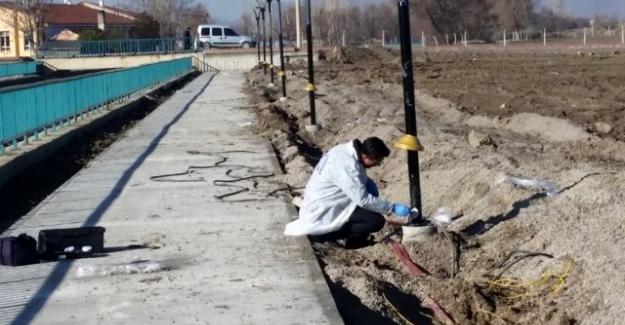 Hırsızlar aydınlatma direklerindeki 45 bin liralık elektrik kablolarını çaldı