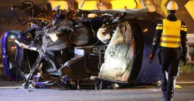 Hollanda'da Trafik Kazasi, Biri Türk 4 Kisi Hayatini Kaybetti