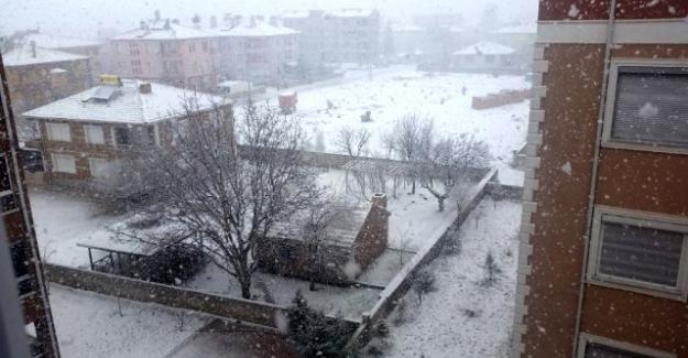 Kulu'da dolu ve kar yağışı etkili oldu