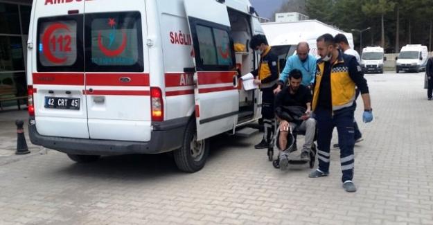 Kulu'da motosiklet kamyonete çarptı: 2 yaralı