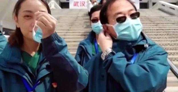 Koronavirüsün etkisini yitirdiği Çin'de maskeler çıkartılmaya başlandı