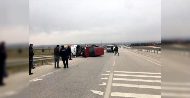 Kulu'da otomobil ile hafif ticari araç çarpıştı: 4 yaralı