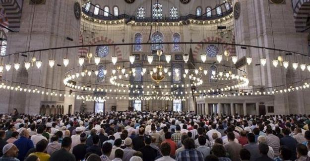 Lübnan'da koronavirüs nedeniyle camilerde kılınan namazlar askıya alındı