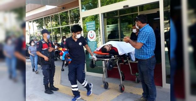 Zincirlikuyu Mahallesinde otomobille motosiklet çarpıştı: 1 yaralı