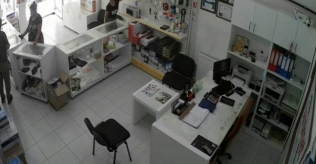 Kulu'da flash bellek hırsızlığı kamerada