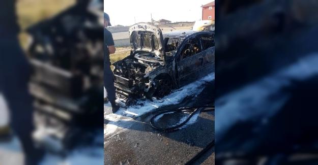 Ömeranlı Mahallesi yakınlarında seyir halindeki otomobilde yangın