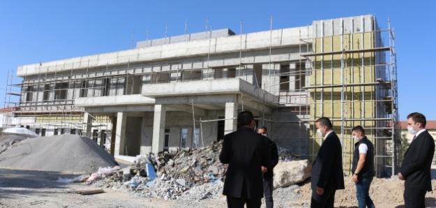 Budan, Ömeranlı Mahallesinde Entegre Devlet Hastanesi inşaatında incelemelerde bulundu.