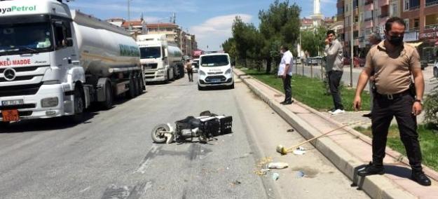 Triportörle elektrikli bisiklet çarpıştı: 2 yaralı
