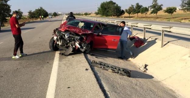 Kulu'da Önündeki otomobile çarpıp taklalar attı: 4 yaralı