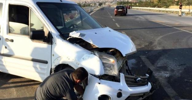 Kulu ilçesinde Hafif ticari araç ile otomobil çarpıştı: 5 yaralı