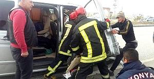 Kulu#039;da Minibüs, TIR#039;a çarptı:...
