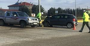 Kulu#039;da pikapla otomobil çarpıştı:...