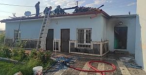 Ömeranlı Mahallesindeki bir evin çatısında yangın çıktı.