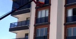 Kulu ilçesinde balkonda sıkışan güvercin itfaiye ekipleri tarafından kurtarıldı.