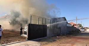 Ömeranlı Mahallesinde ağılda çıkan yangın hasara neden oldu