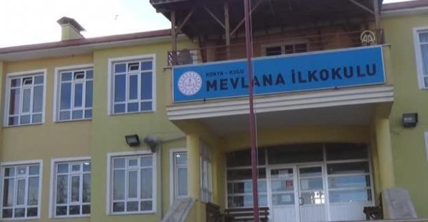 Kulu'da Öğretmenler ve personel omuz omuza verip okul boyadı