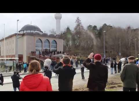 Fittja Ulu Cami minareden ezan okundu